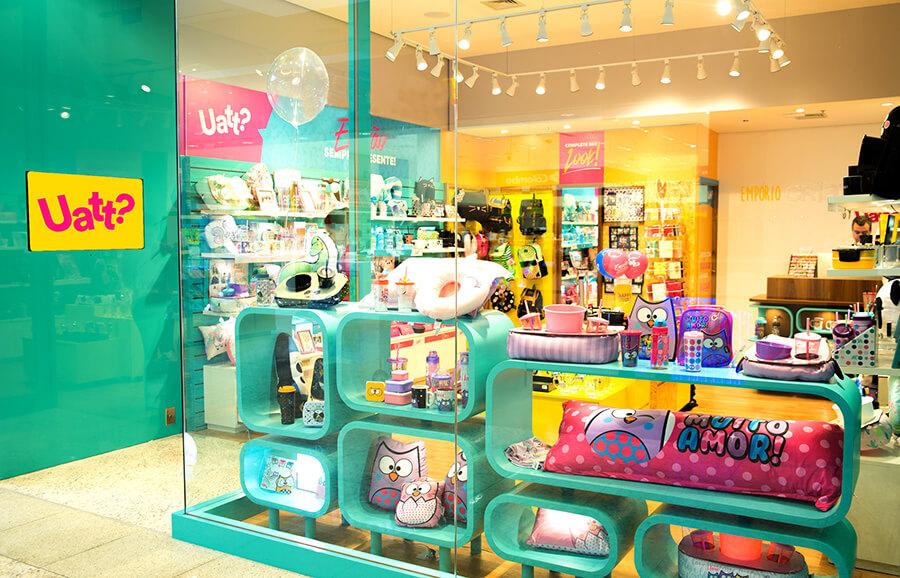 Vitrine de loja colorida de presentes criativo. Veja como montar uma loja perfeita no Boas Vendas.