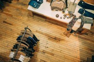 Como organizar uma loja de roupas na troca de coleção