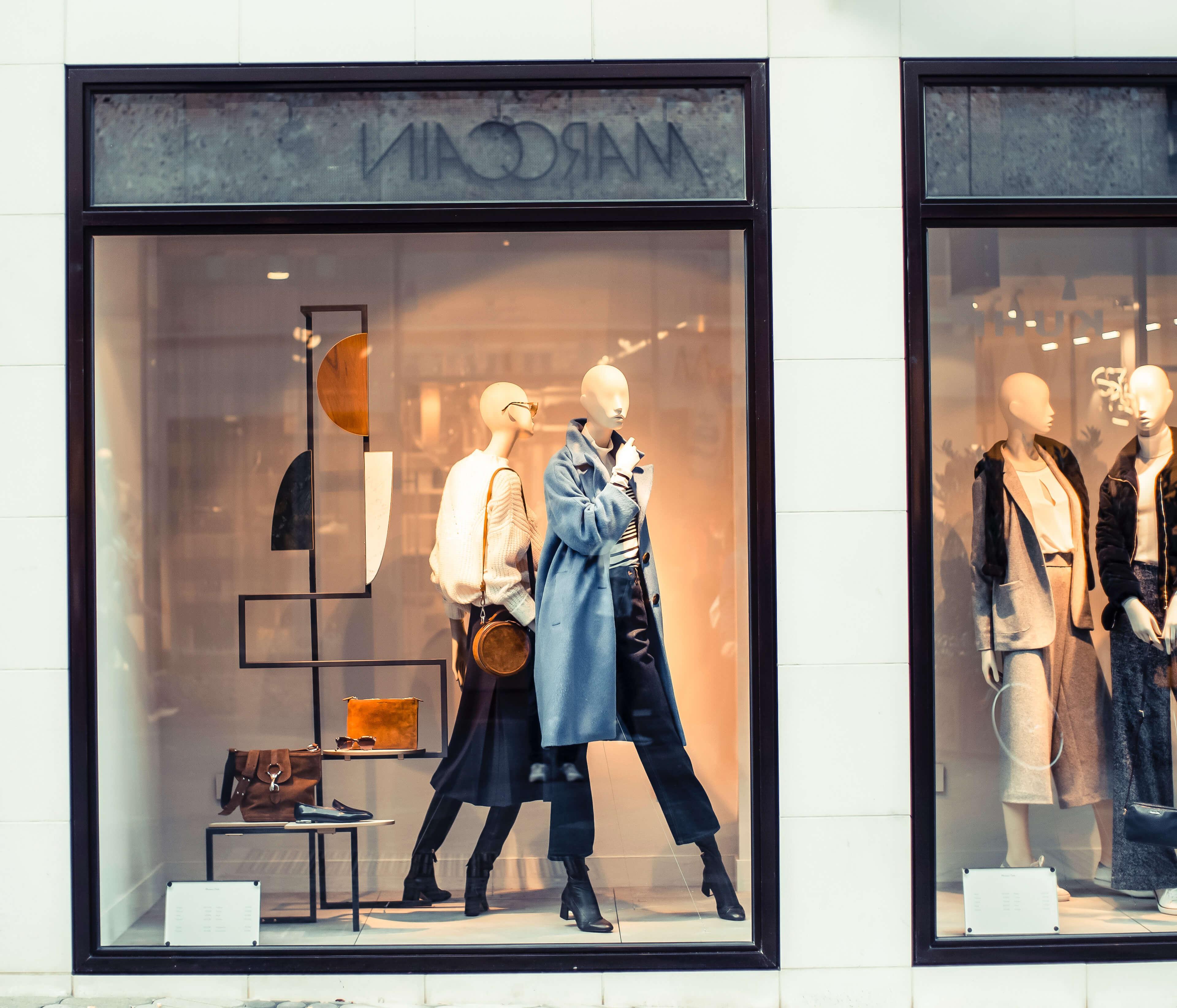 Como organizar uma loja de roupas na troca de coleção - vitrine
